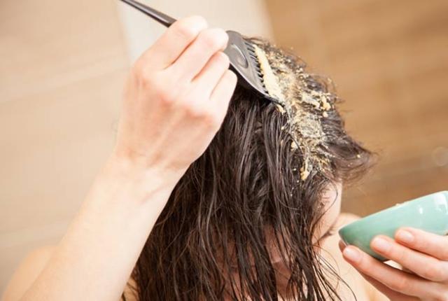 applying hair mask